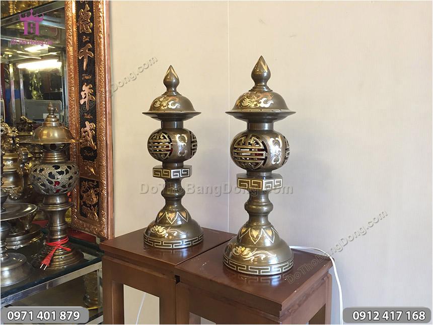 Đôi Đèn Đồng Thờ Cúng Khảm Tam Khí 46cm