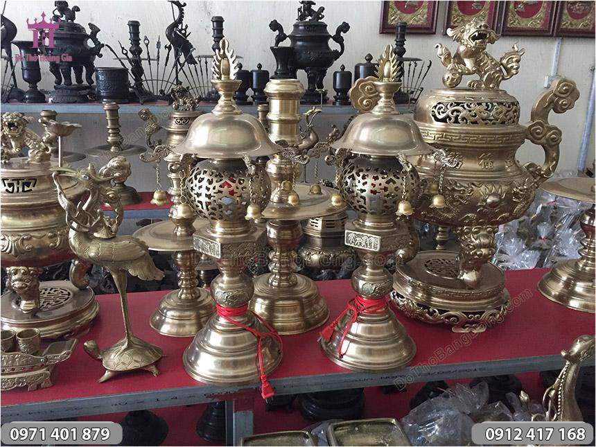 Đôi Đèn Đồng Vàng Mũ Gắn Chuông Cao 61cm